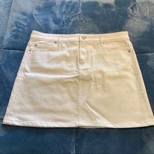 Vineyard Vines White Jean Skirt EUC- like new